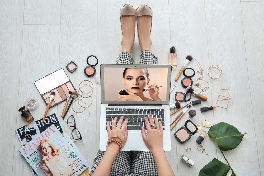 student looking up beauty tutorials
